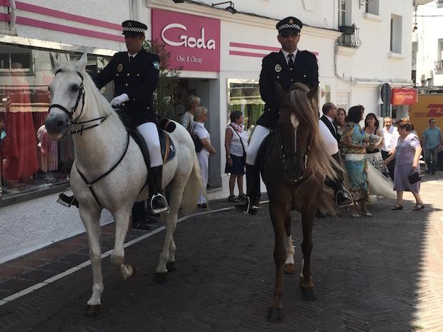 Escolta a caballo de la Policía Local de Marbella en la boda investigada / ABC