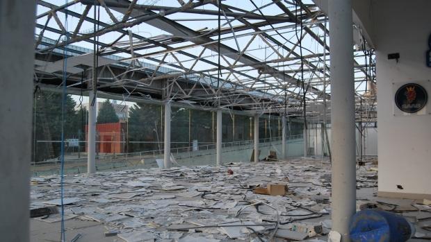 Las naves son despojadas hasta del techo para vender las piezas