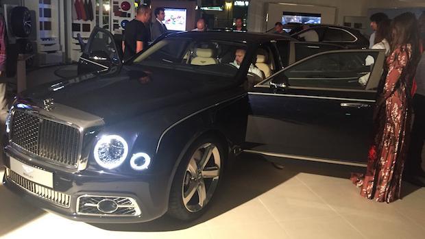 El nuevo Bentley Mulsanne fue examinado por los potenciales clientes