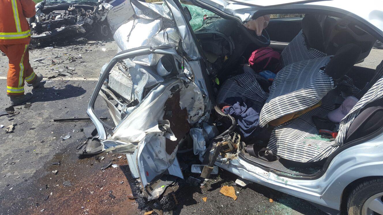 Un vehículo destrozado tras un accidente de tráfico en el Condado occidental de Huelva