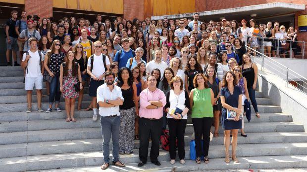 El rector de la Olavide ha recibido hoy a los alumnos extranjeros/ABC