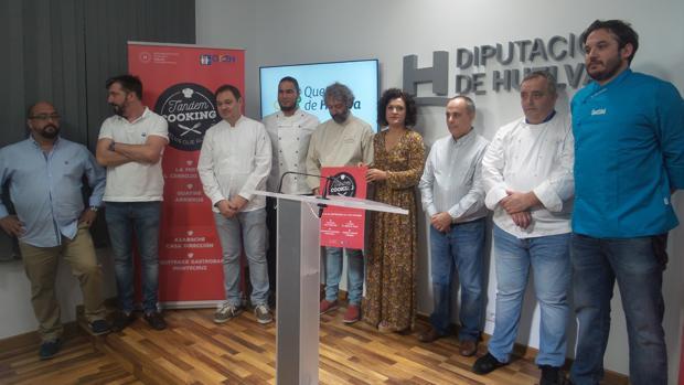 Chefs de los restaurantes que participan en la experiencia, durante la presentación