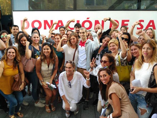 Pablo Ráez con voluntarios y donantes en Marbella / ABC