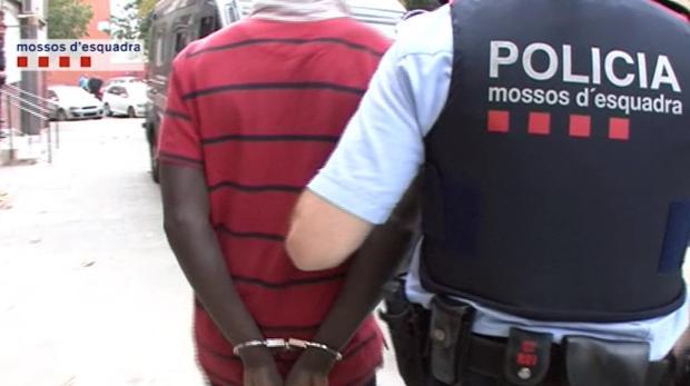 Momento de una de las detenciones por las fuerzas policiales