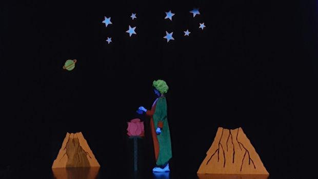 El teatro negro se basa en un juego de luces y sombras-ABC