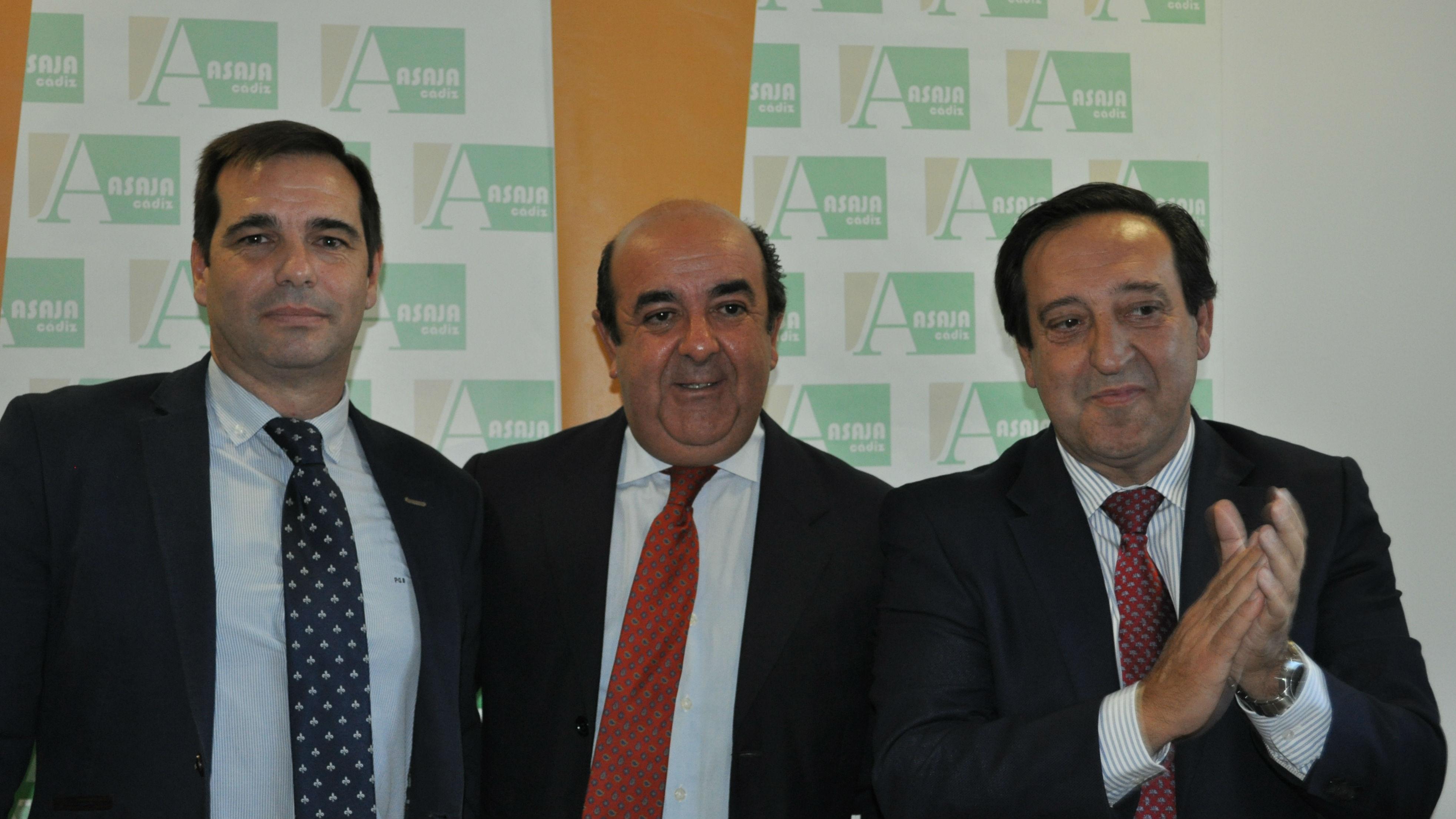 Pedro Gallardo, Manuel Vázquez y Pedro Barato posan tras el relevo en Asaja-Cádiz