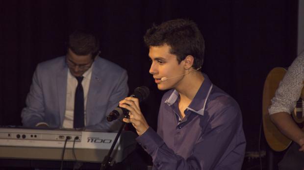 Roberto Álvarez en una de sus actuaciones