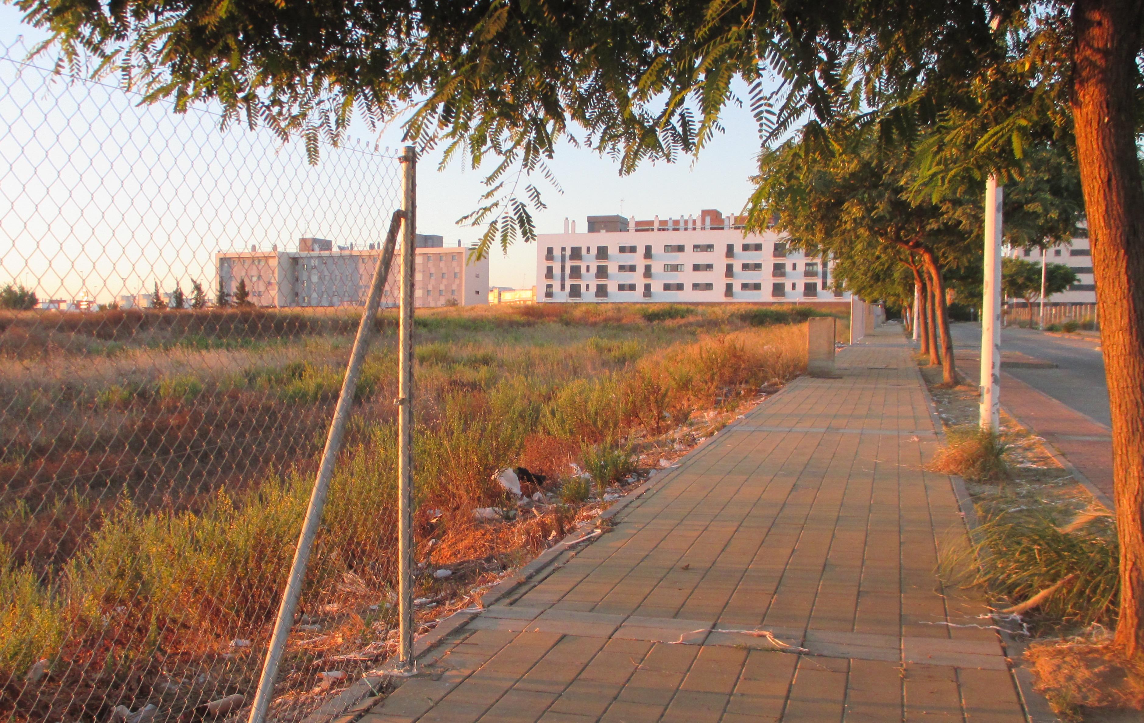 Parte del vallado perimetral de la zona arqueológica de Huelva
