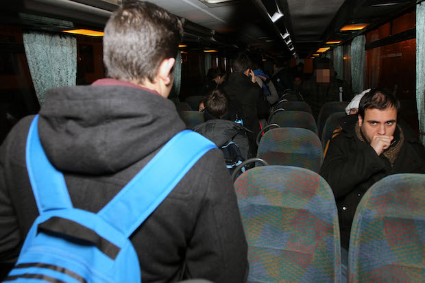 Estudiantes en un transporte escolar