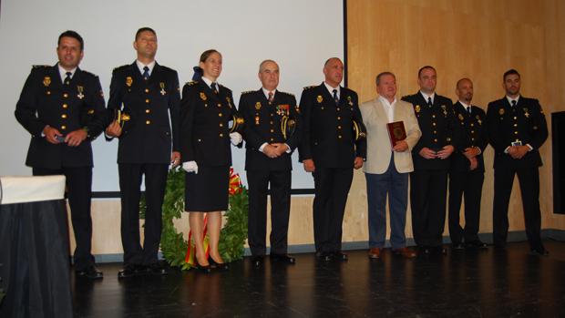 Agentes condecorados con la Cruz al Mérito Policial