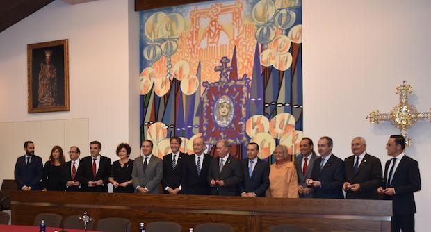 Los representantes de las agrupaciones cofrades andaluzas y las autoridades malagueñas