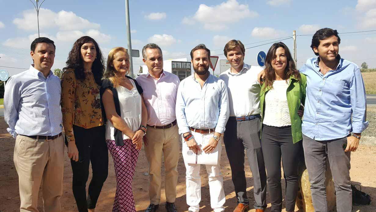 Representantes del PP en su visita a Utrera