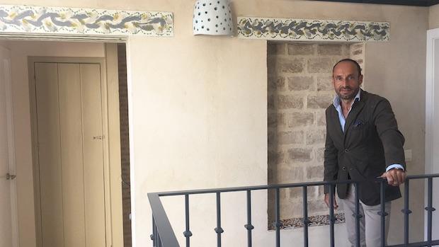 El arquitecto Honorio Aguilar en un edificio rehabilitado-ABC