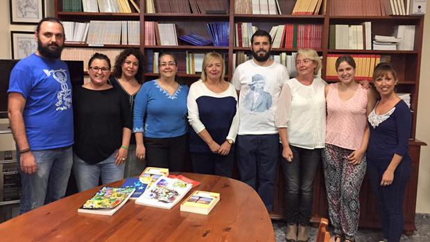 Algunos de los «cazadores» durante la donación de las bibliotecas