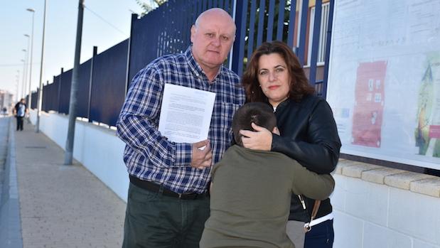 Eufemio, Anabel y Sergio con la denuncia a la Junta de Andalucía
