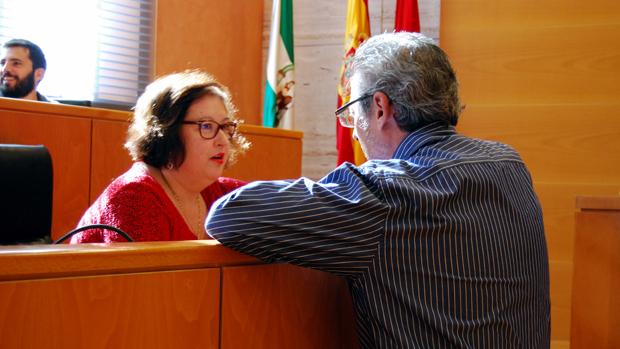 Los portavoces del PP y PSOE dialogan antes del Pleno