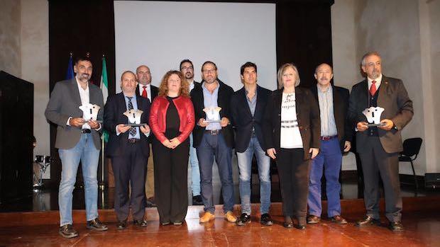Cayetano Rivera con los premiados de este años en la Gala del Turismo y las autoridades