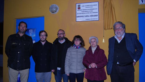 Familiares de Albarrán con el alcalde Toscano