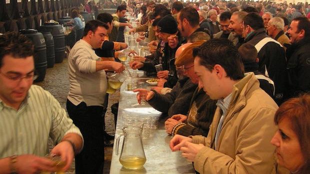 Una de las ediciones de la Fiesta del Mosto y de la Aceituna Fina