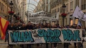 La protesta por la Sanidad en Málaga reúne a más de 3.000 personas bajo la lluvia