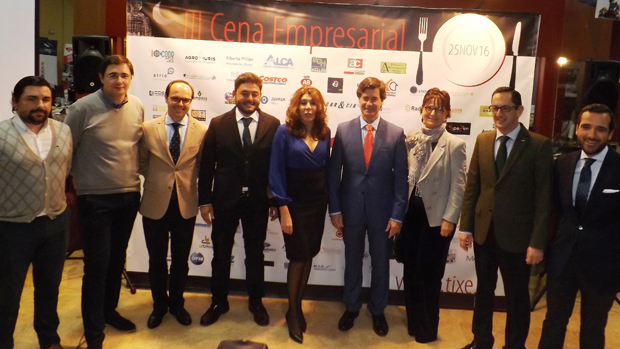 Miguel Rus con empresarios y representantes de Dos Hermanas