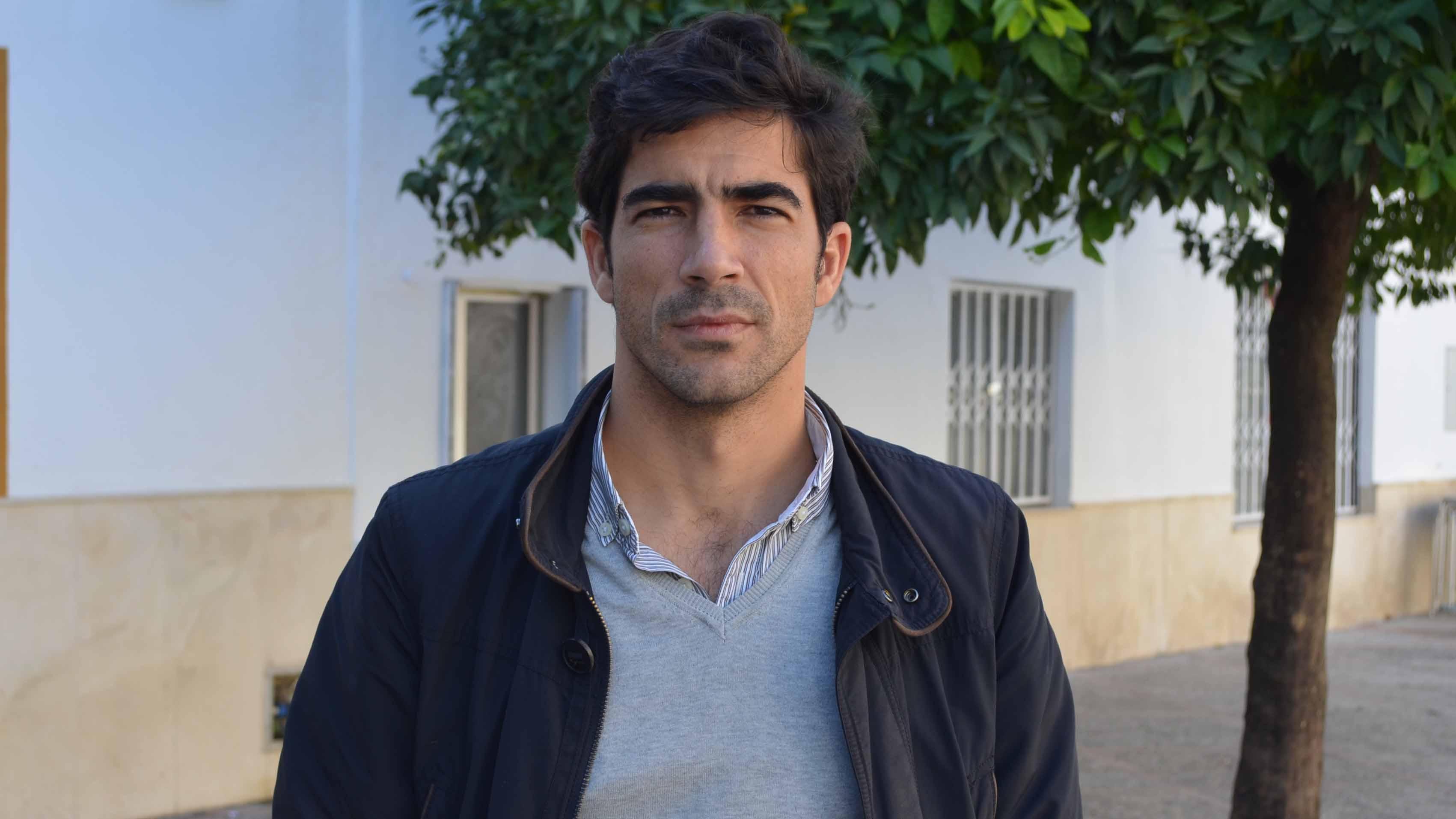 El utrerano Valentín Navarro ha publicado «De lo visible, lo invisible»