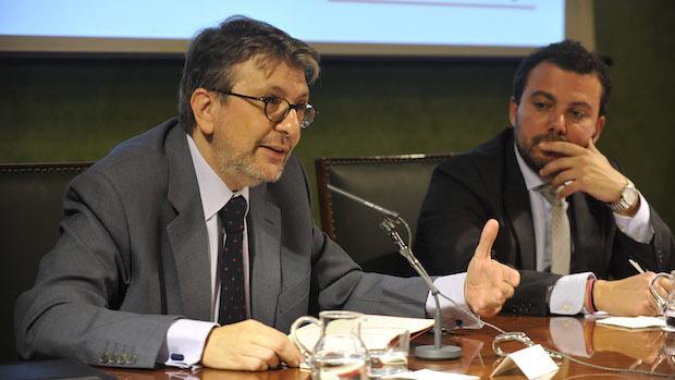 Ignacio Camacho y Fernando del Valle durante la conferencia