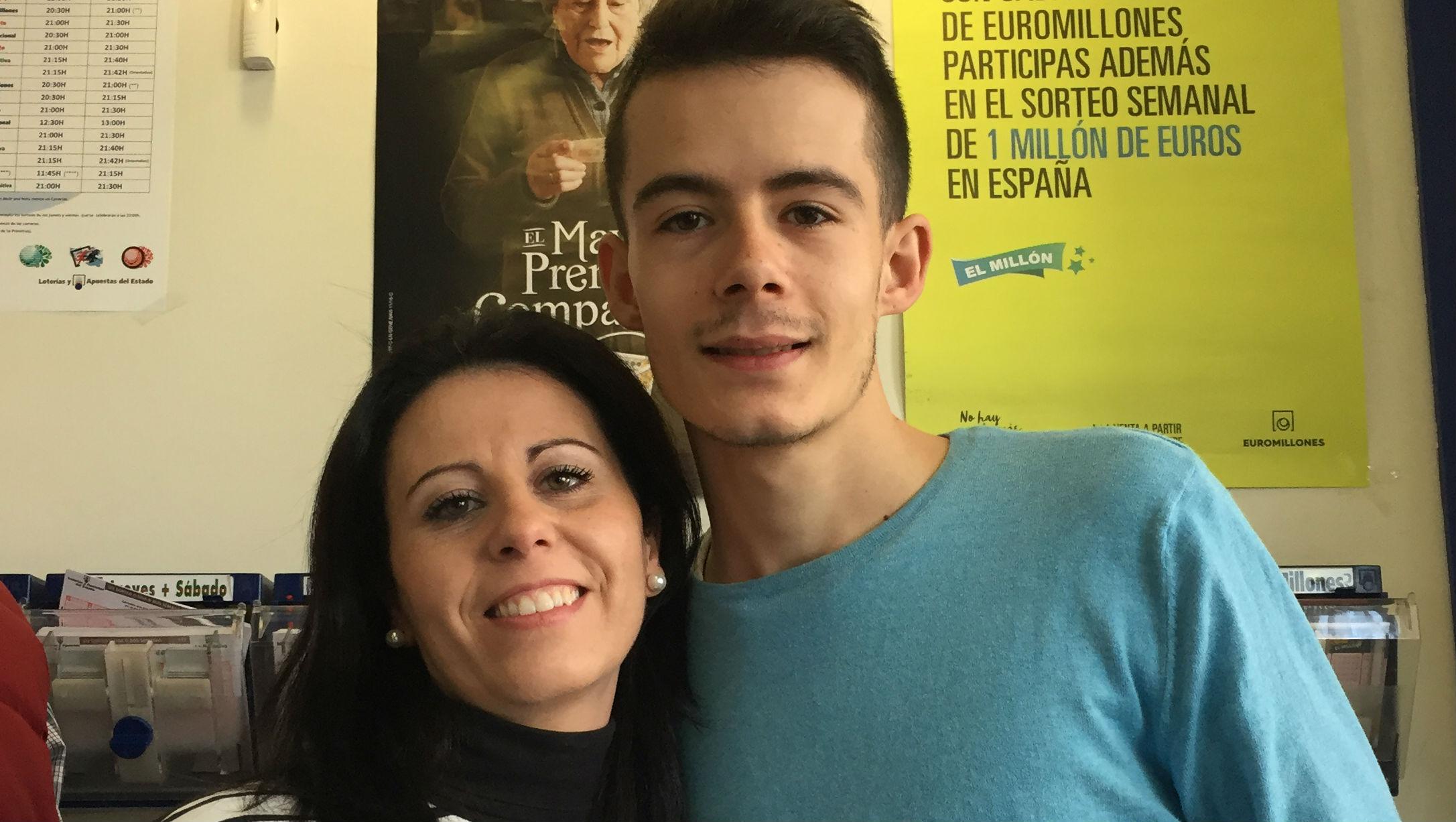 Ángel y Vanesa, propietarios de la administración de Jaén que ha vendido el segundo premio.