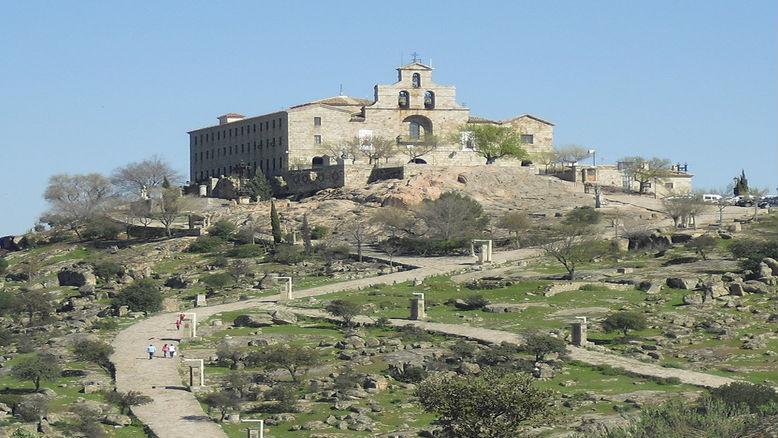 En los terrenos del Santuario hay contabilizados 35 símbolos franquistas
