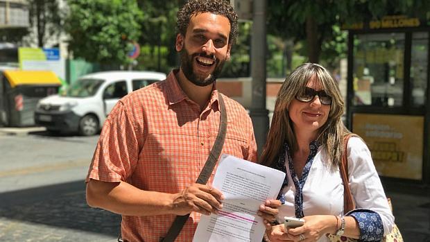 Jesús Candel y María José Espigares, presidente y vicepresidenta de Justicia por la Sanidad. / L.R.
