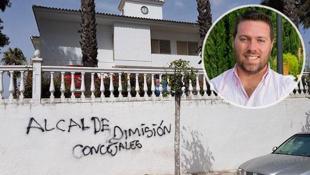 El Ayuntamiento de Espartinas ha amanecido con pinturas contra el equipo de Gobierno