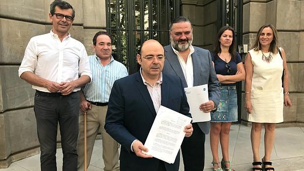 Los populares de Granada, a las puertas de la Fiscalía Superior de Andalucía