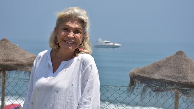 Beatriz de Orleans en la playa de Guadalmina en Marbella