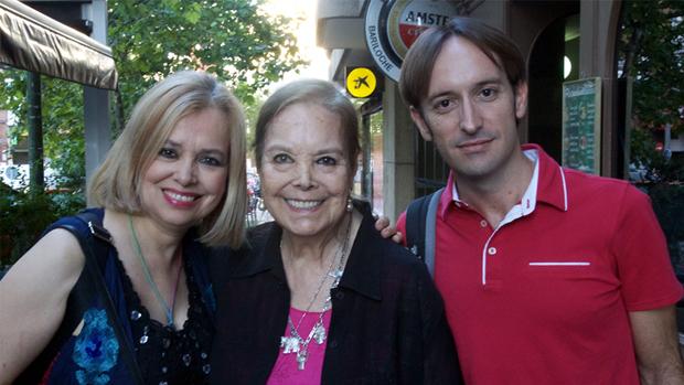 Montés, flanqueada por su hija Emma Ozores y el director del AWFF, Juan Francisco Viruega