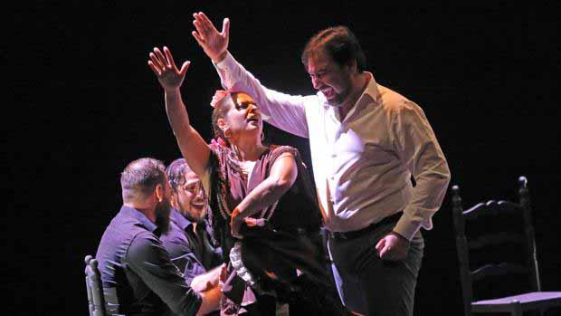 José Valencia actúa en el teatro de Utrera