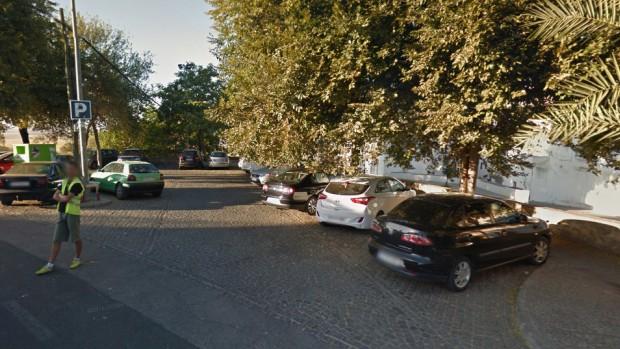 Los hechos tuvieron lugar en el aparcamiento situado junto al Alcázar de la Puerta de Sevilla