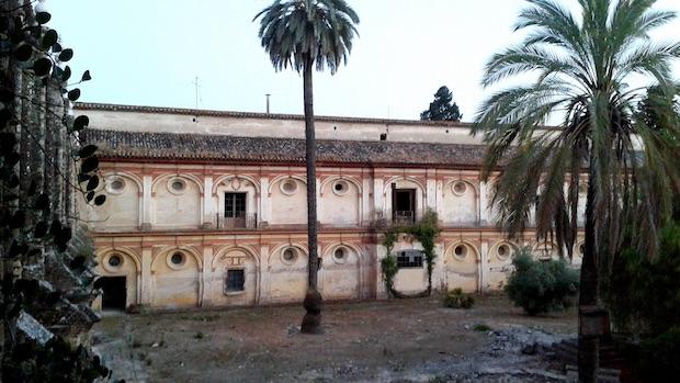 Un sector del monasterio está cerrado al público y con evidente deterioro