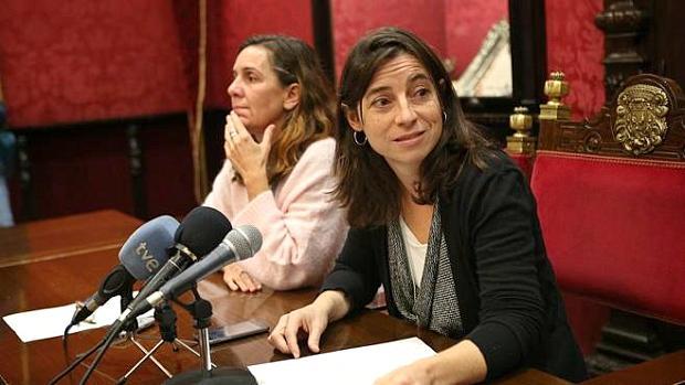 Pilar Rivas y Marta Gutiérrez, portavoz y exportavoz de Vamos Granada, respectivamente.
