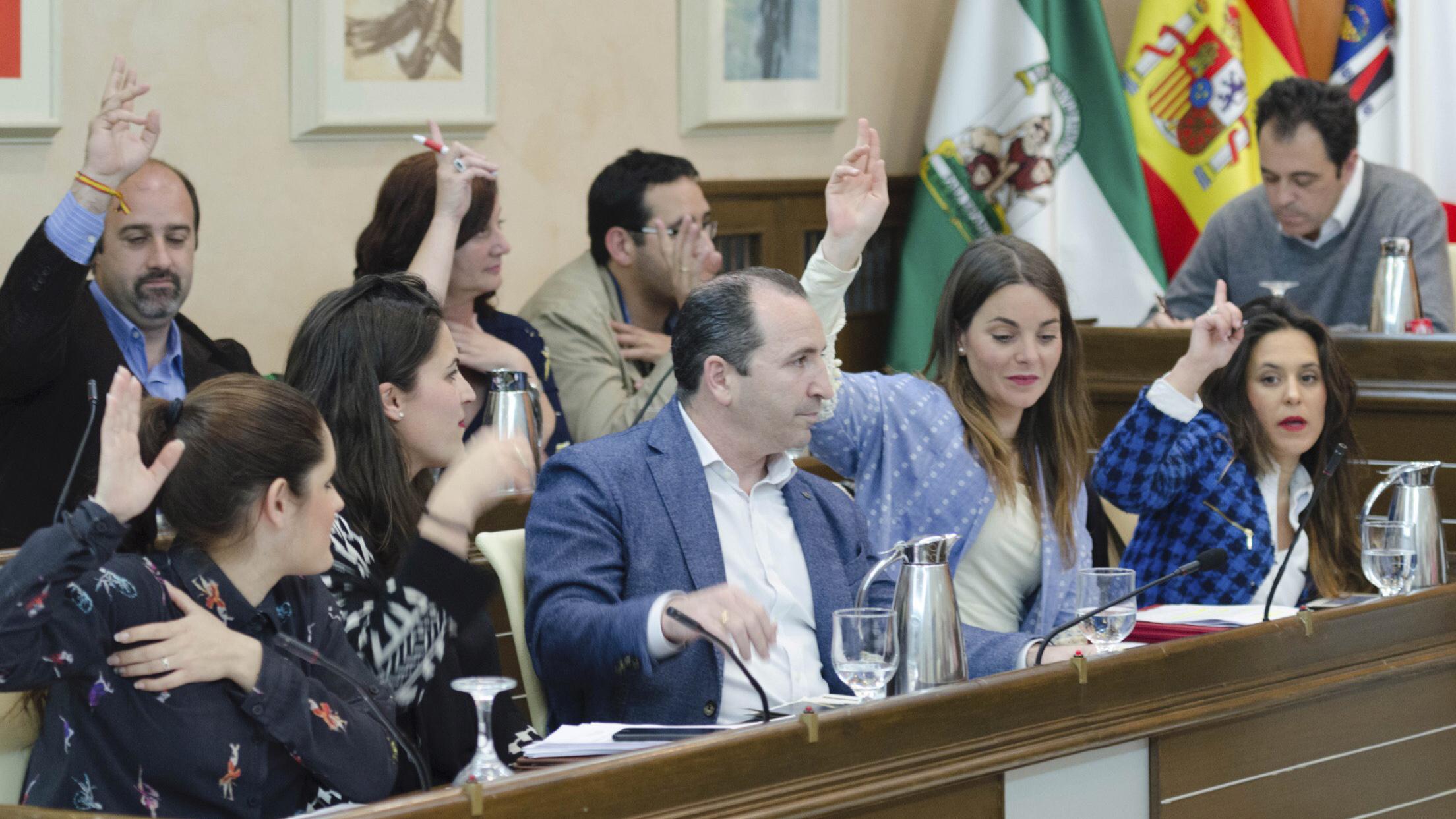 El Grupo Municipal del PP de Almonte en una de las sesiones plenarias de esta legislatura