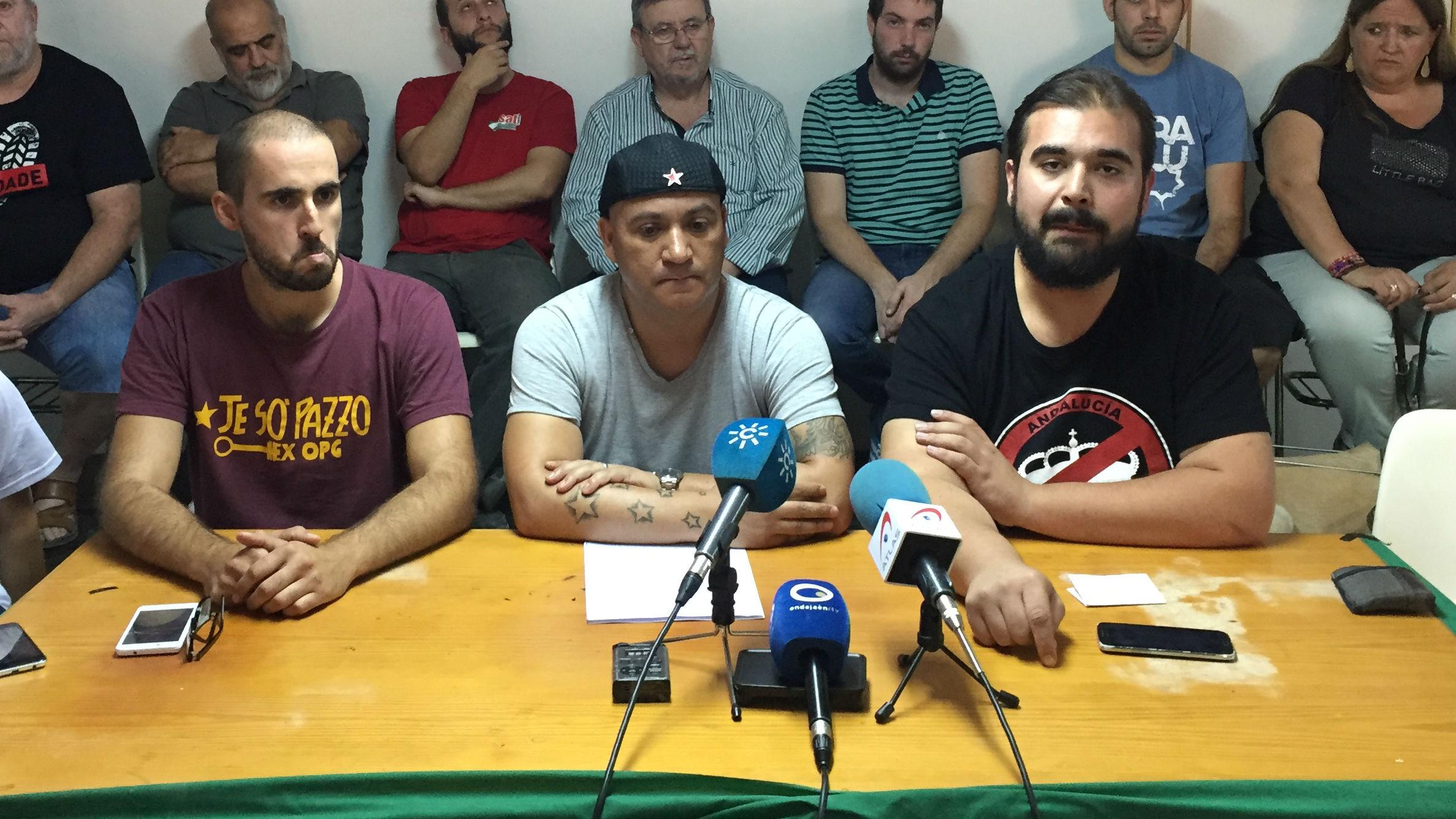 Andrés Bódalo, en el centro, junto a otros dirigente del SAT en un acto informativo.