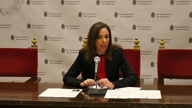 La portavoz del PP en el Ayuntamiento de Granada, Rocío Díaz, durante la rueda de prensa