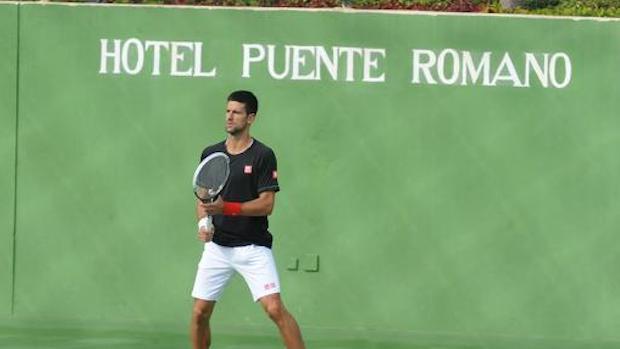 Novak Djokovic entrena en Puente Romano