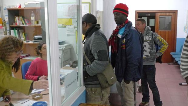 Temporeros se registran en el centro de inmigrantes de Jaén