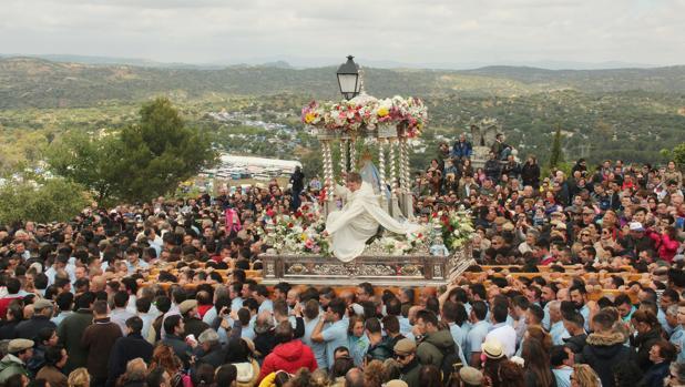 La actual imagen de la Virgen de la Cabeza data de 1944.