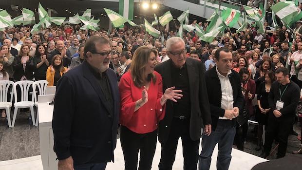 Susana Díaz con los expresidentes andaluces y Ruiz Espejo, secretario general del PSOE de Málaga