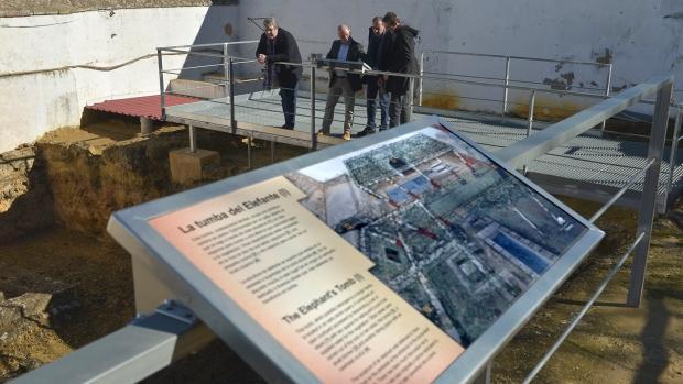 La tumba del elefante es uno de los espacios donde se han instalado los paneleS
