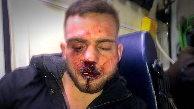 El boxeador malagueño David Espinosa, tras abandonar la discoteca de Granada