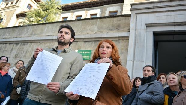 Alumnos de la Escuela Oficial de Idiomas de Granada piden su mudanza ante la Junta.