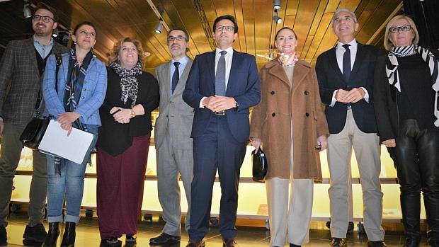 Representantes de las cuatro administraciones, con la sobrina de Federico García Lorca