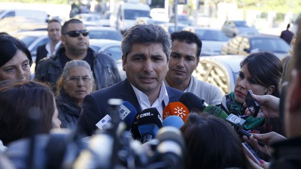 Juan José Cortés atendiendo a los medios (Archivo)